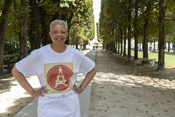 Monique modeling t-shirt in the Luxembourg Garden