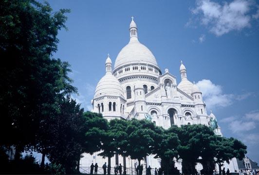 Sacre Coeur from rue du Cardinal Dubois