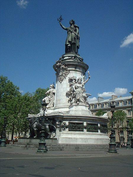 Place de la République_public domain_Pol_Wikimedia Commons