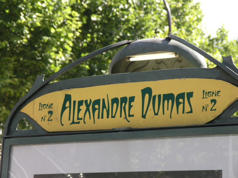 Alexandre Dumas Metro sign_close-up