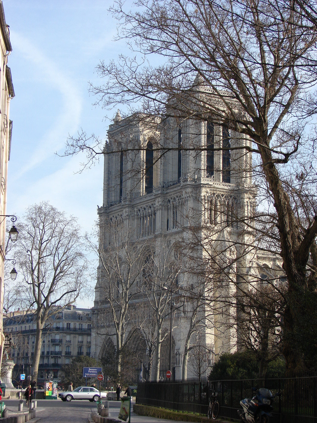 ND Cathedral viewed from rue Saint Julien le Pauvre